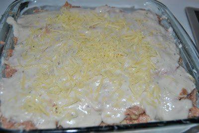 Cubrimos los calabacines con bechamel y queso rallado.