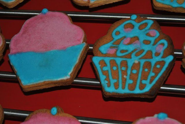 Galletas de mantequilla decoradas con glaseado real