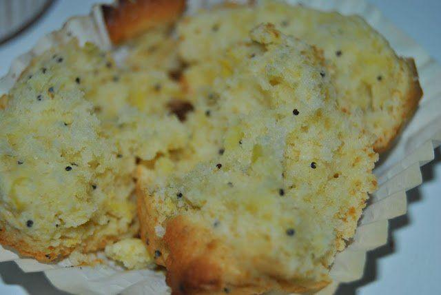 Muffins de limón, semillas de amapola y nata; su interior
