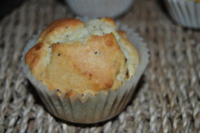 Muffins de limón, semillas de amapola y nata