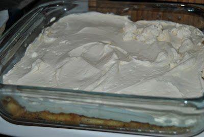 Cubrimos los bizcochos con una buena capa de la mezcla de queso y nata