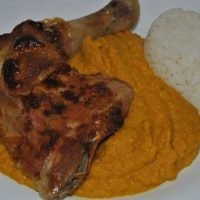 pollo asado salsa mostaza y verduras