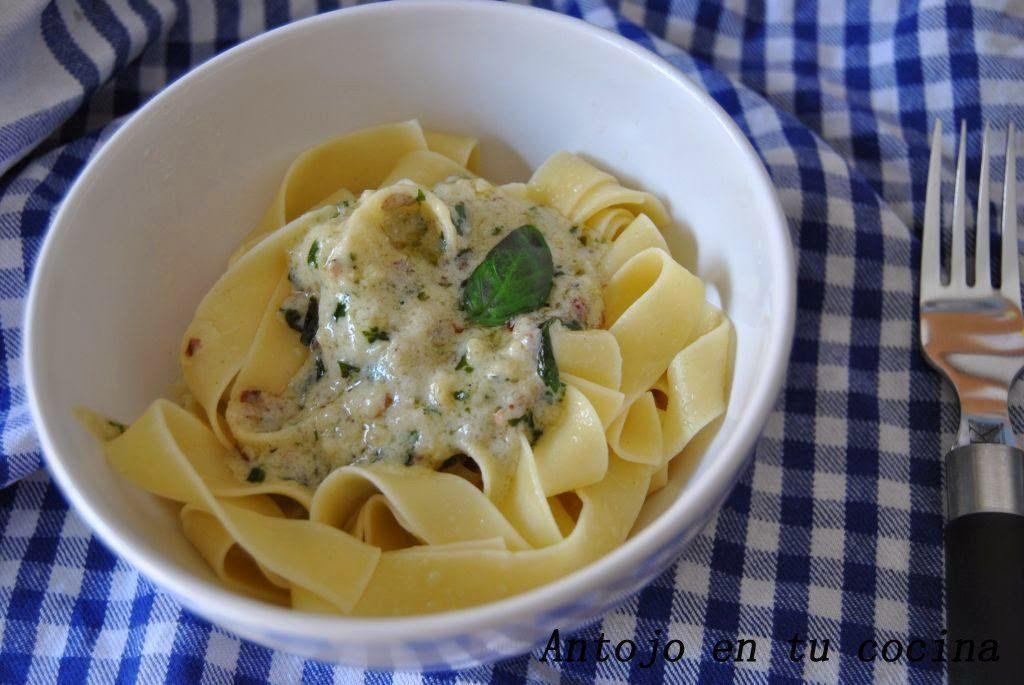 Nidos de pasta con mascarpone al pesto