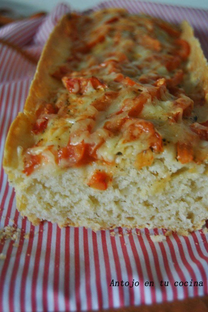 Pan con costra crujiente de tomate y queso