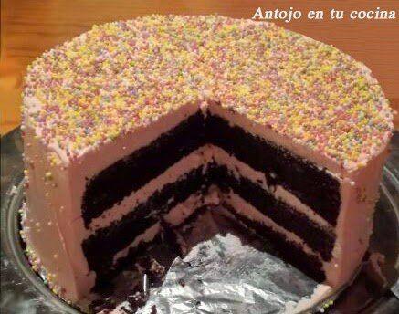 Layer cake de chocolate con swiss meringue buttercream de rosas
