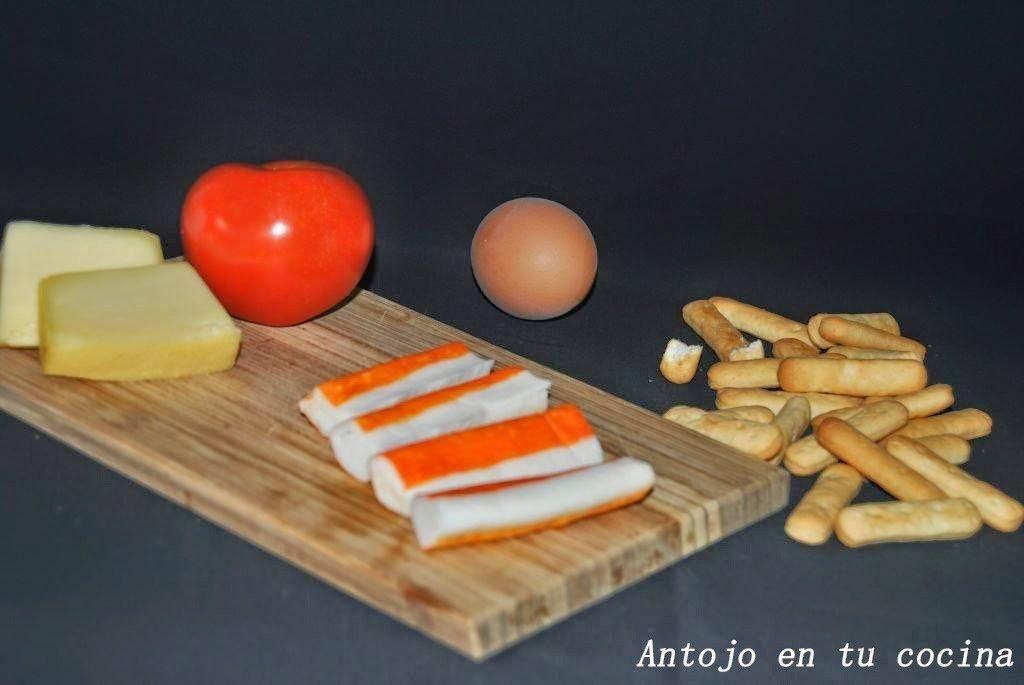 Garbanzos, queso, tomate, picos Quely, palitos de cangrejo, perejil