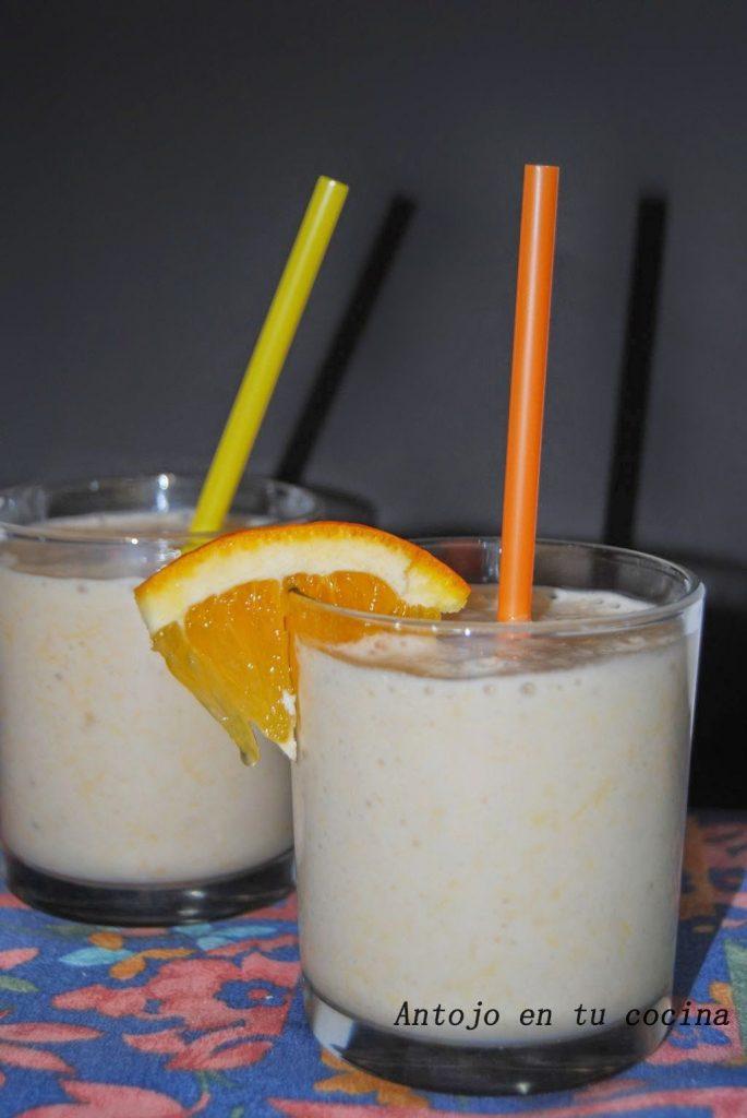 Batido de naranja, plátano y miel especiado