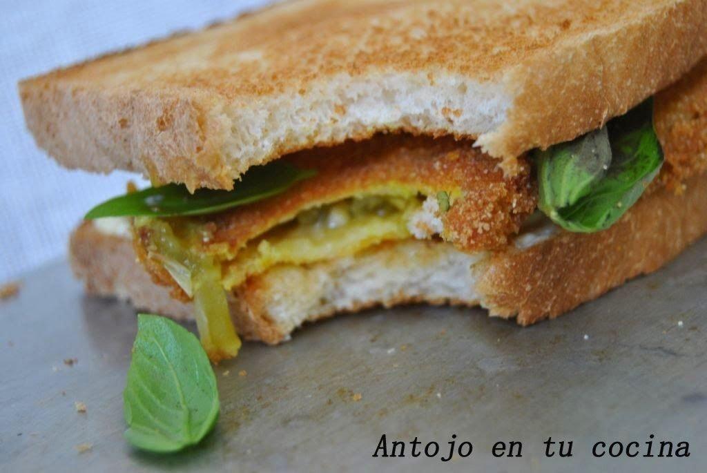 Tomates verdes fritos {convertidos en un rico sándwich}