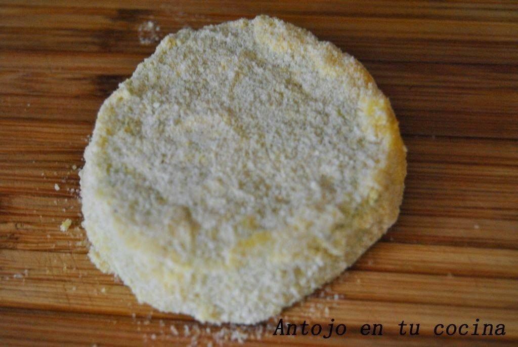 Rebozamos muy bien con la mezcla de harina de maíz y pan rallado.