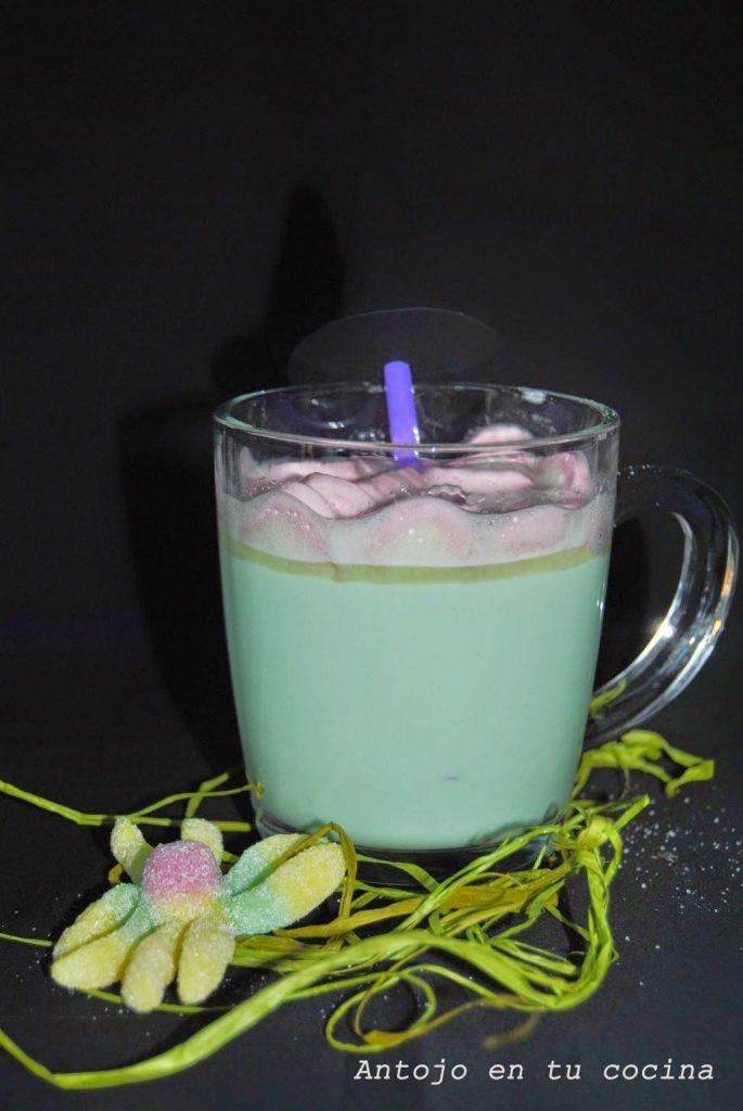 Brebaje de la bruja (bebida de chocolate blanco caliente)