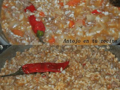 Pimientos rojos rellenos de arroz