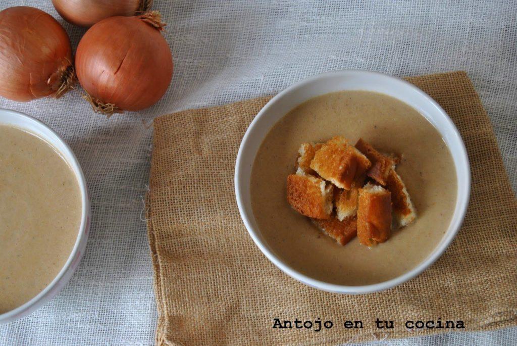Crema de cebolla y picatostes caseros