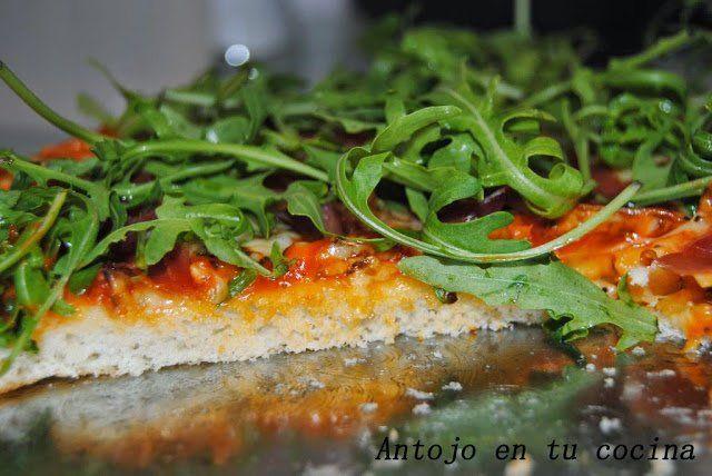 Pizza de jamón serrano y rúcula