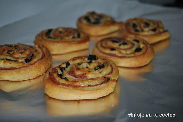 Espirales de jamón, queso y aceitunas negras