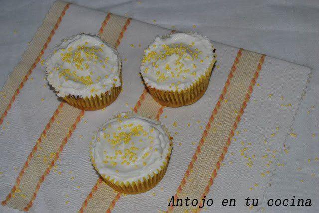 cupcakes de pera con corazón de bombón