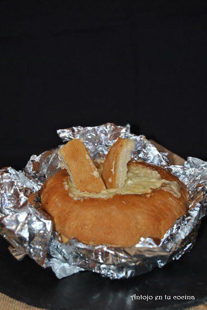 Fondue de queso en pan de pueblo