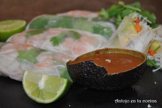 Rollitos de primavera vietnamitas con salsa de cacahuetes