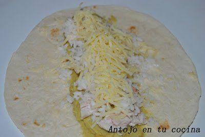 extendemos 2 cucharadas de arroz cocido, salpimentamos y agregamos 1 cucharada de queso rallado