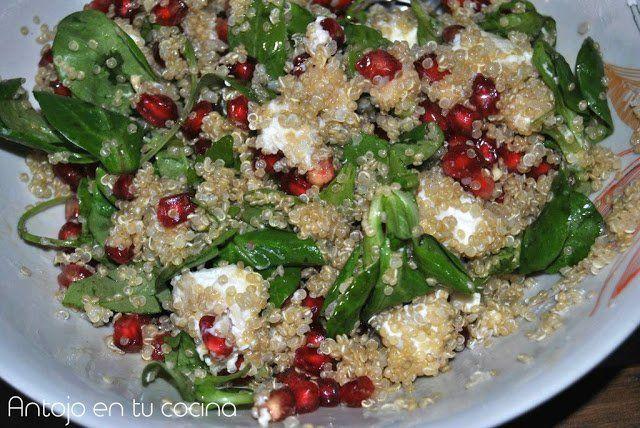 Ensalada de quinoa, queso de cabra y granada