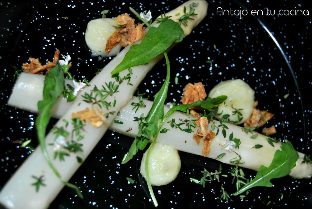 White asparagus with thyme and potato alioli