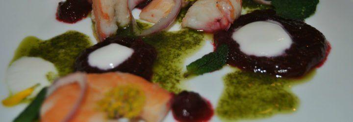Gambas con remolacha a la miel, cilantro y yogur