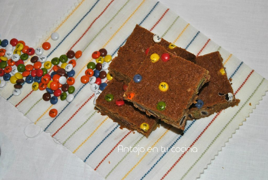 Peanut butter and Lacasitos cookie bars