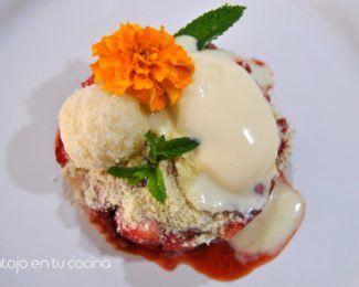 Tartar de fresas con helado de chocolate blanco y trufa de coco