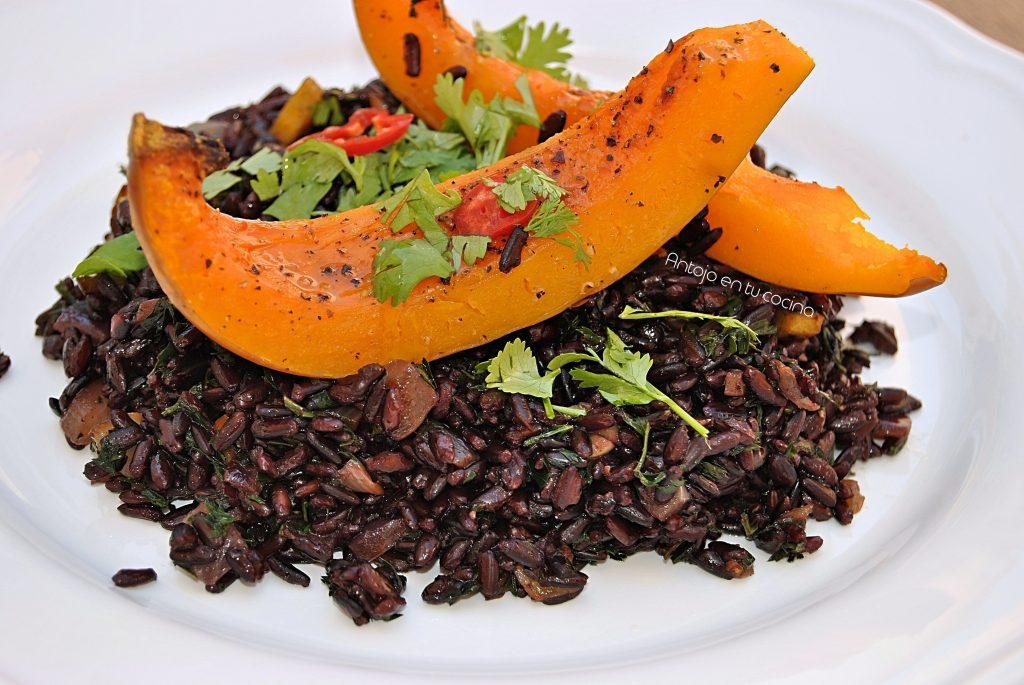 ensalada de arroz negro con calabaza asada