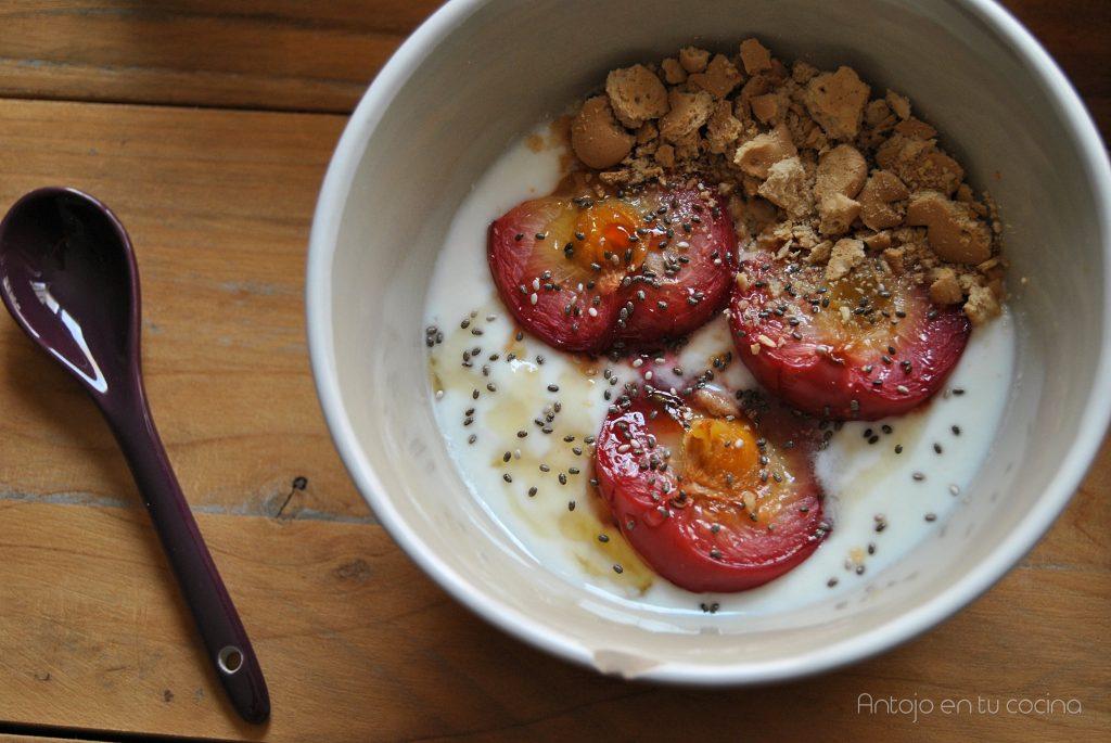 Ciruelas asadas con yogur