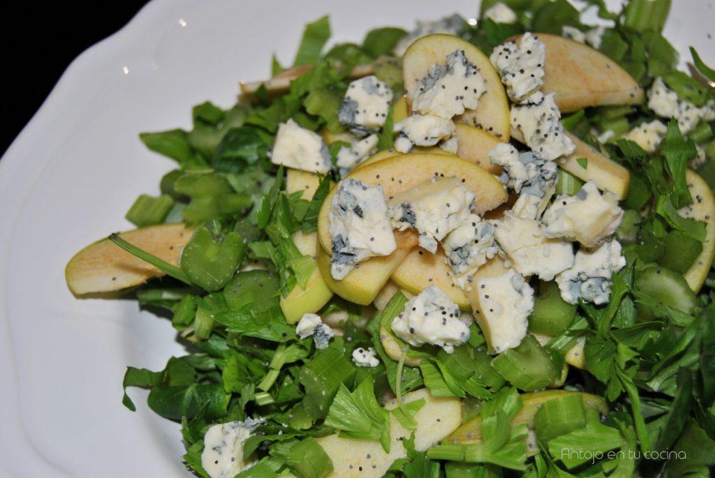 Ensalada de apio, manzana y queso azul