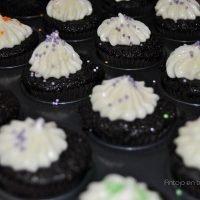 Mini cupcakes de cerveza guiness con buttercream de queso crema