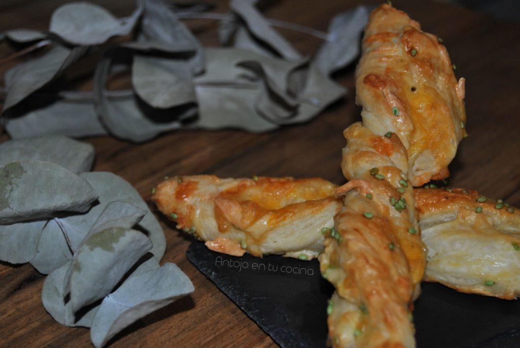 Palitos de hojaldre con queso y wasabi