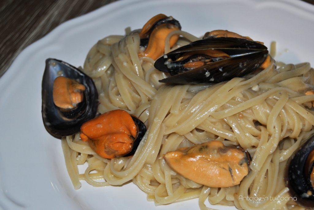 Espaguetis con mejillones y salsa de mostaza