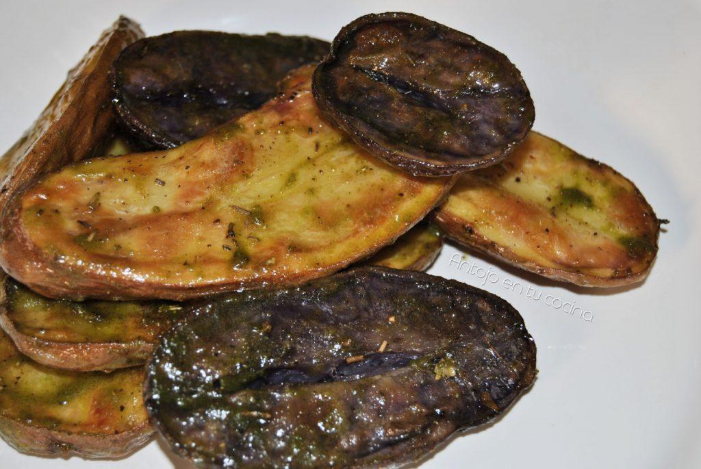 Ensalada de patatas tricolor asadas con pesto de pistachos