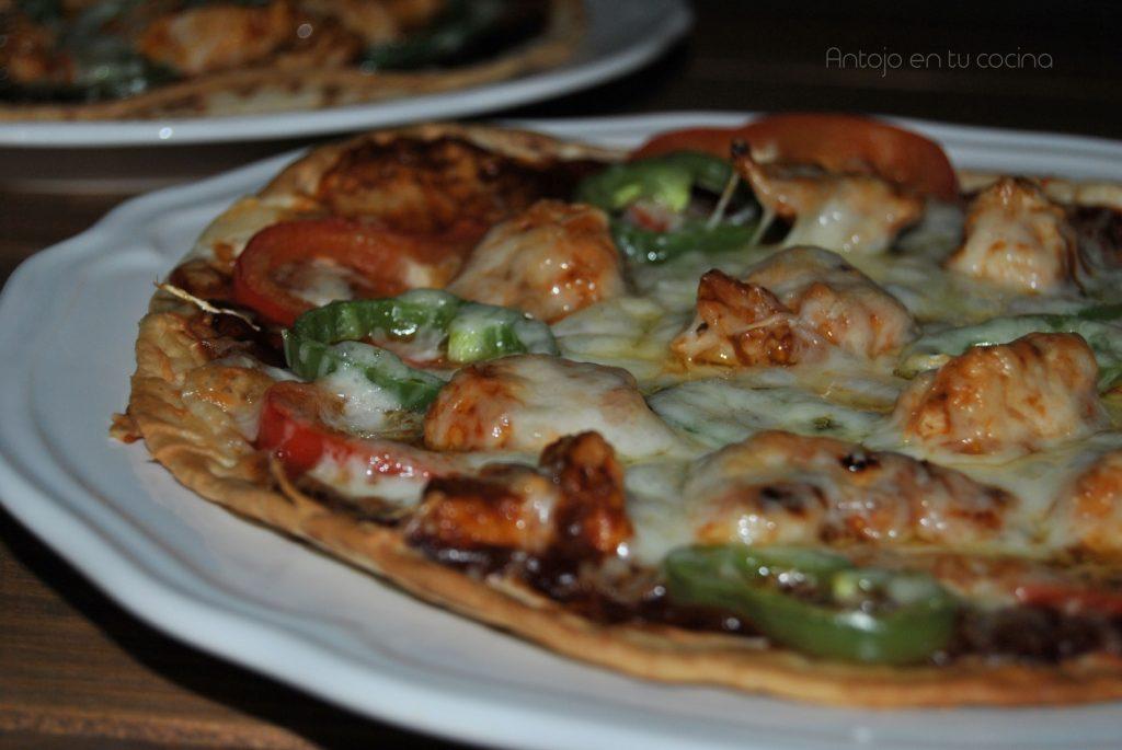Pizza barbacoa con pollo y pimientos