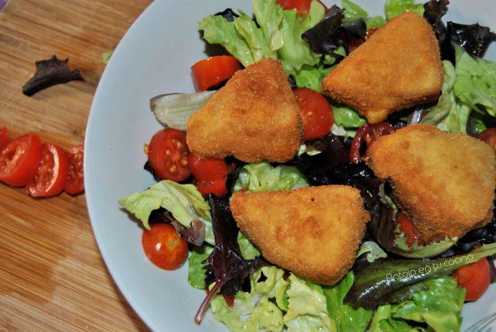Ensalada con queso frito rebozado