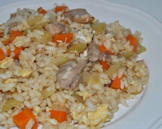 Arroz frito con pollo, receta muy fácil
