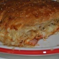 Empanada de hojaldre con jamón york y queso