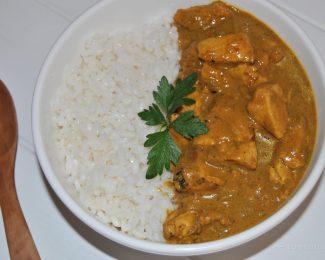 Pollo con arroz al curry con leche de coco