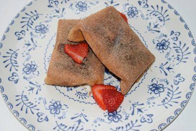 Chimichangas dulces de fresas y nata ¡postre fácil y rápido!