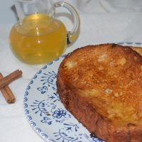 torrijas de nata con almíbar de miel