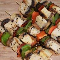 brocheta tofu y champiñones