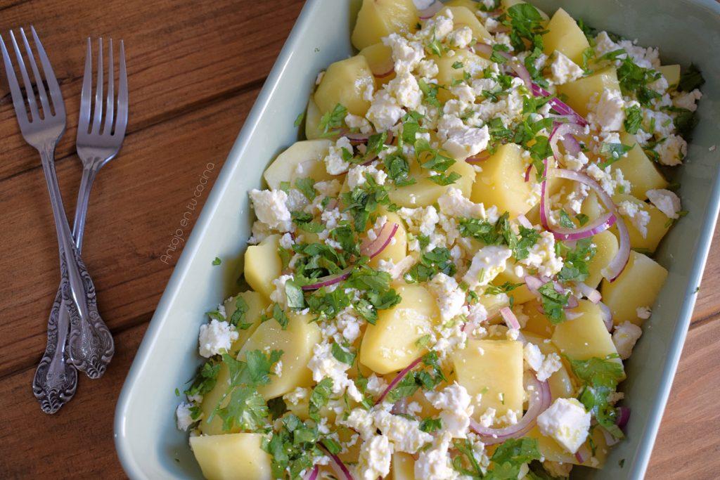 Ensalada fría de patata y queso feta, receta fácil y rápida