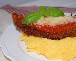 pollo a la parmesana con polenta cremosa de parmesano
