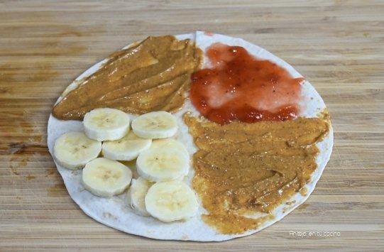 Wrap de mantequilla de cacahuete, mermelada y plátano