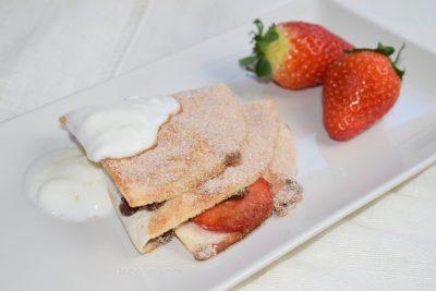 Tortilla Hack dulce: wrap de fresa, plátano y chocolate en sartén