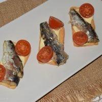 Canapé frío de sardinas, muy fácil y listo en 5 minutos