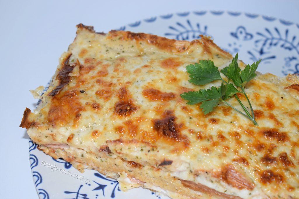 Pastel caliente de pan de molde con jamón york y queso ¡muy cremoso al horno!