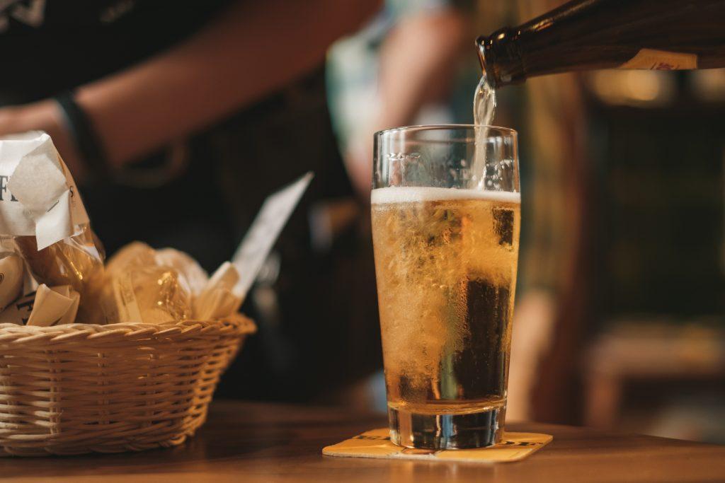 maridar cerveza con comida