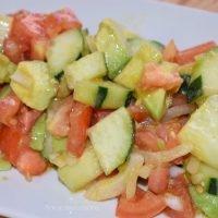 Ensalada de Pepino con Tomate y Aguacate ¡Fácil y saludable!